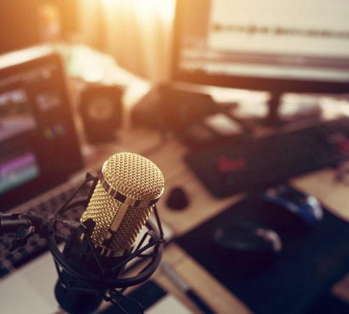 Condenser,Microphone,Golden,In,The,Studio,Recording,Creating,The,Sound